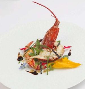 Salade de homard bleu, combawa et vanille.