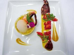 Petit épeautre en risotto, brochette de homard à l'air de pamplemousse
